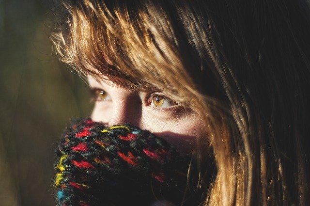 Le port du foulard : comment concilier la mode avec les gestes barrières de lutte contre le covid-19 ?